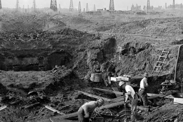 Photo of workers excavating in the 1800's
