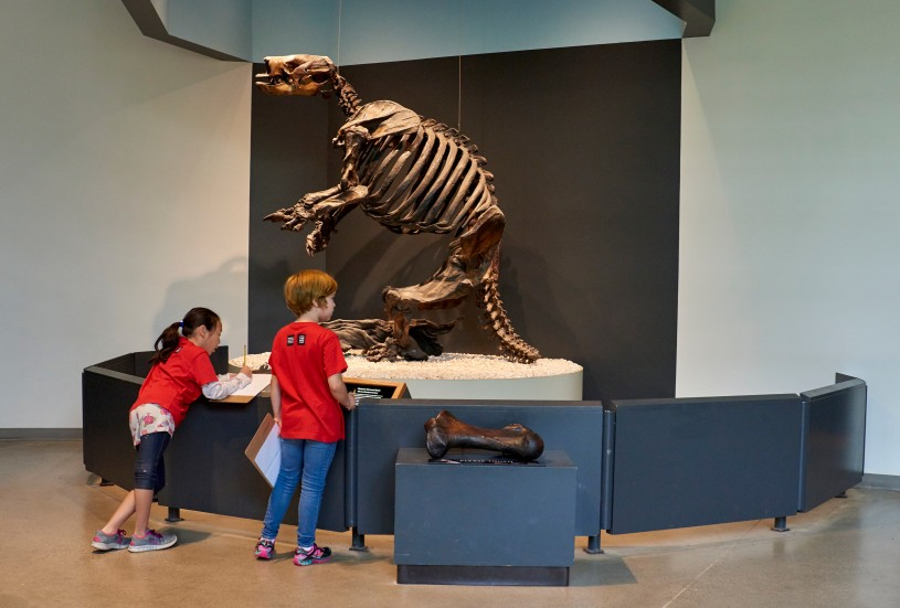 adventures in nature kids in front of giant ground sloth exhibit la brea tar pits